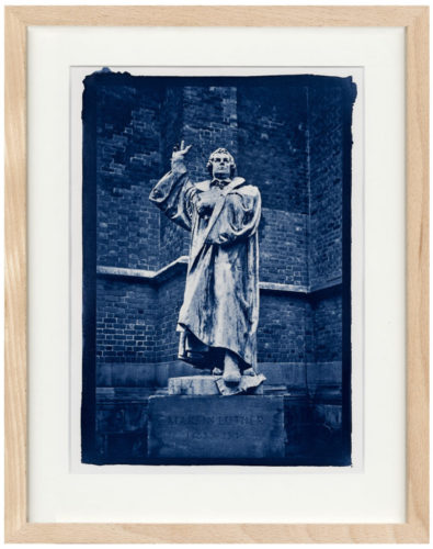 Martin Luther Cyanotypie - Fine Art Print von Thilo Nass