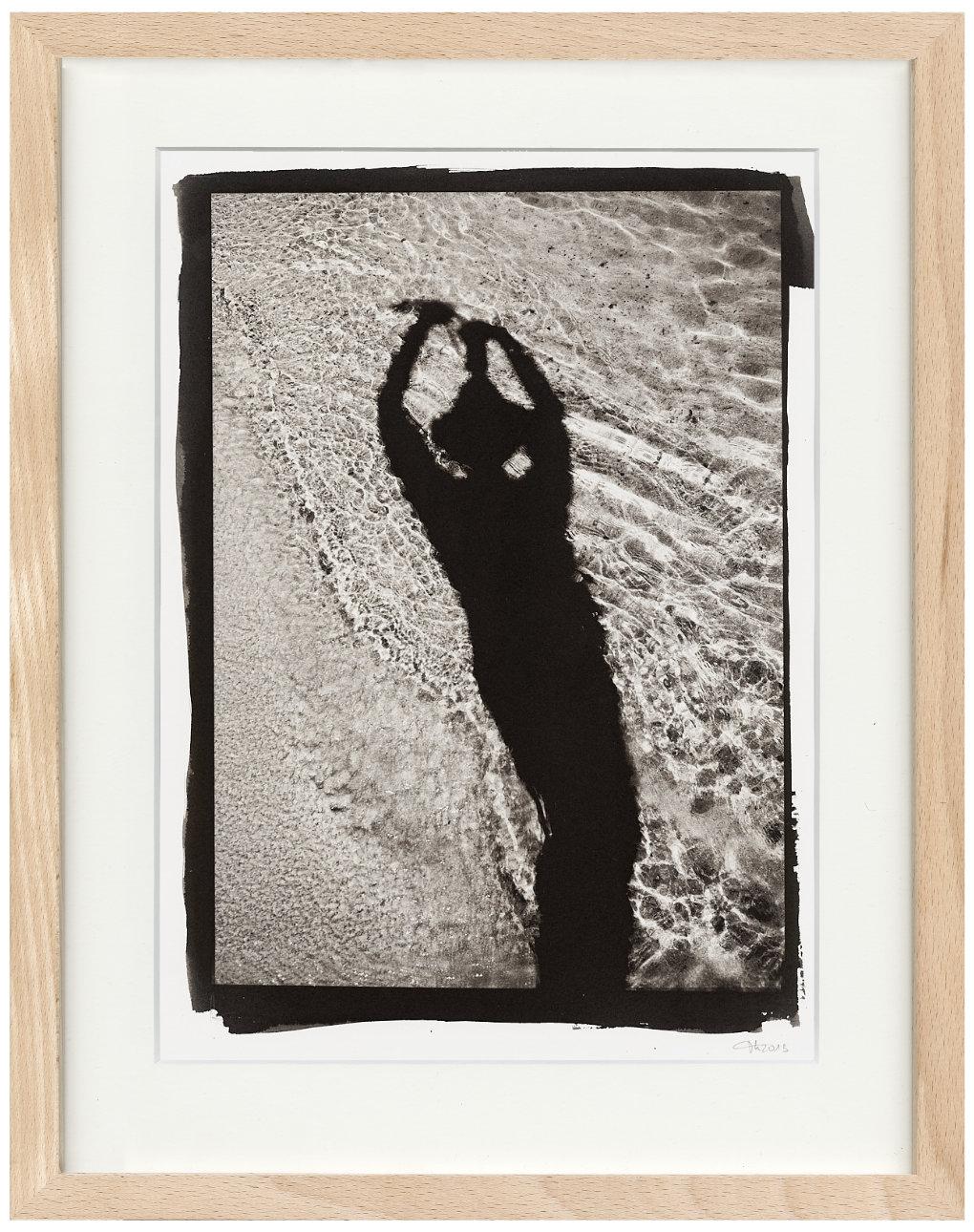 Selbstportrait im Sand Kallitypie - Fine Art Print von Thilo Nass