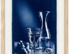 Weinglas mit Trauben Stilleben - Cyanotypie von Thilo Nass